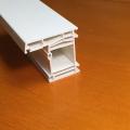 Weißes PVC-Profilfenster