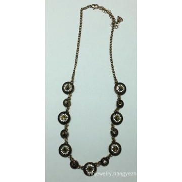 Retro Necklace with Metal for Beauty