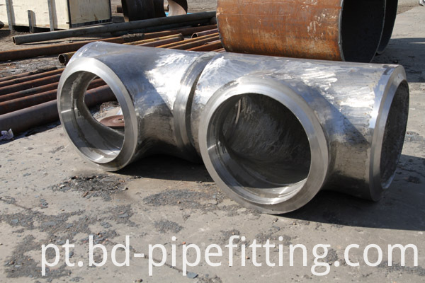 Alloy pipe fitting (192)