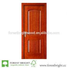 Puerta interior de madera de roble con ranuras y molduras en relieve