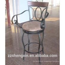 Cadeira de barra giratória antiga, travesseiro de metal