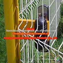 El PVC 2012 cubrió la cerca protectora del acoplamiento de alambre del césped