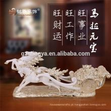 Figurine animal de resina da estátua do cavalo antigo na área de trabalho para decoração de casa
