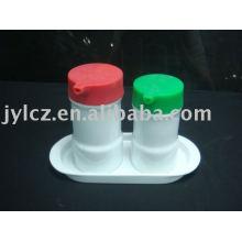Botella de aceite y vinagre de cerámica con plato y cubierta de silicona