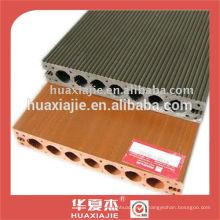 Look en bois de plancher en plastique entrelacé