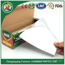 Emballage de rouleau de papier d'aluminium avec le coupeur de distributeur
