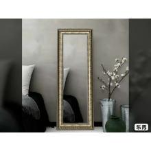 Элегантное украшение салона украшением зеркала