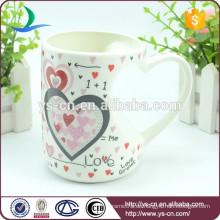 Heißer Verkaufs-Großverkauf-Neuheit-keramischer Becher mit Liebes-Entwurf in China