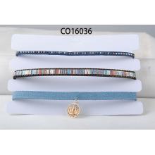 Tres filas de Multi Color PU y collar de gargantilla de tela de gamuza