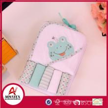 Serviette de bain à capuchon de bébé carré de 140-150gsm, serviette de bain de dessin animé mignon superbe d'enfants avec le capot