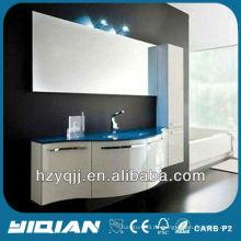 Europäische Badezimmereinrichtung Wandmontierte blaue Farbe gehärtetes Glas Waschbecken Gloss Weiß gebogene Tür PVC Badezimmer Schrank
