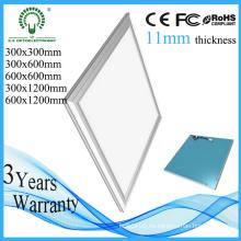5 años de garantía Nuevo techo del panel del diseño 3550-3650lm LED