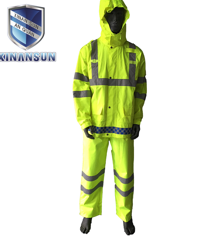 Reflective safety clothing