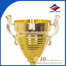Grande troféu de metal troféu de campeonato de esportes