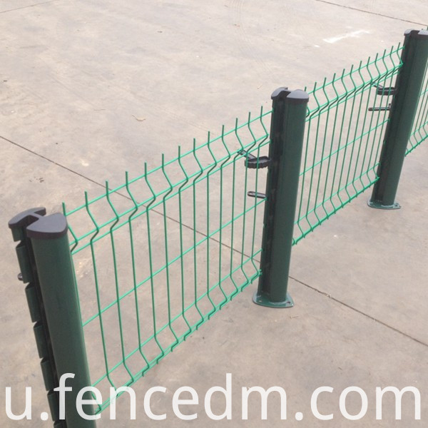 welded wire mesh fence with peach post