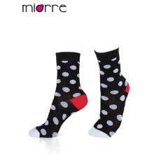 La calidad colorida del algodón del tobillo de la manera modificada para requisitos particulares de las mujeres del OEM del Miorre pega 3 colores