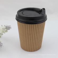 Tasse de café en papier mûr ondulé