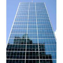 Muro cortina de paneles de vidrio y aluminio