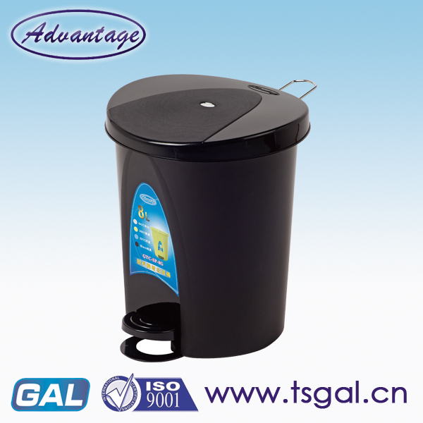 Pedal plastic garbage can on promotion
