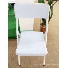Пластиковый складной стул из ротанга