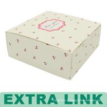 La nourriture adaptée aux besoins du client enlèvent la boîte de gâteau de papier
