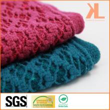 Echarpe tricotée à la trame rouge à l'arc en acrylique à 100% avec bordure et paillettes