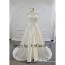 Appliques en cristal sans manches en dentelle satin une ligne de train robe de mariée