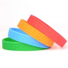Personalizada Diferentes cores Debossed Logo Wristbands Silicone