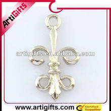Metal scalar pendant