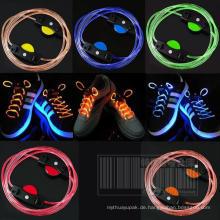Basketball-Schuh-Bindung mit LED Schnürsenkeln