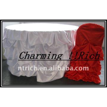 Gorgeous Ruffled Satin Table Cloth para Navidad