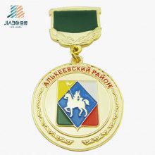Personalizar liga de zinco troféu de ouro cavalryman logotipo medalha de metal com crachá