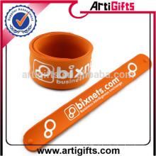 Les cadeaux promotionnels personnalisés slap bracelets en vrac en vrac