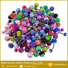 O logotipo misturado sortido do projeto imprimiu anéis acrílicos UV de perfuração de aço inoxidável da barriga da bola