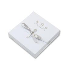 Boîte à bijoux carrée collier cadeau avec ruban noeud-noeud