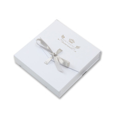 Caixa de jóias de presente de colar quadrado com fita de laço-nó