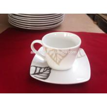 conjunto de copo e pires de chá de design simples em cerâmica