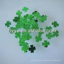 Lantejoulas de trevo de quatro folhas afortunadas / decoração de confetes