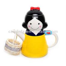 Раскрашенный вручную керамический чайник с белоснежным дизайном