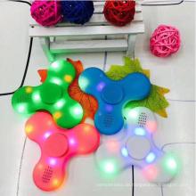 Neueste Bluetooth Lautsprecher LED Finger Spinner Spielzeug Fidget Hand Spinner