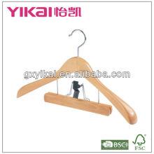 Деревянная вешалка с широкими плечами и зажим для брюк