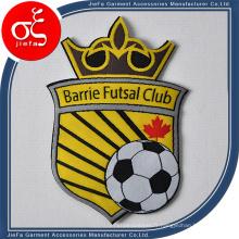 Le fer fait sur commande de fer de logo fait sur commande de football de partie de football sur des corrections