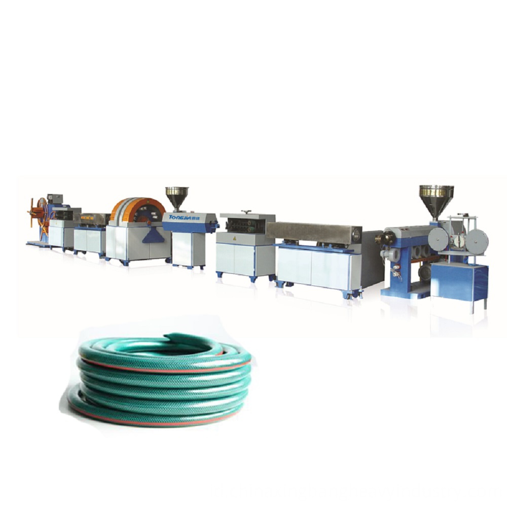 High-strength-PVC-fibre-reinforced-hose-extruding