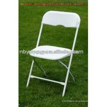Weißer Hochzeits-Plastikklappstuhl