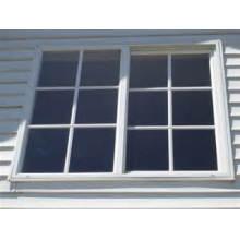 Fenêtre coulissante verticale de vinyle simple accrochante avec des grils