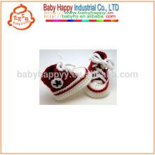 Kinder handgemachte Häkelarbeitart und weisebabykleidschuhe