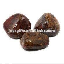 Pavé et cailloux en pierre naturelle à haute pierre polie