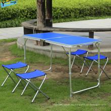 Обеденный стол синего стола
