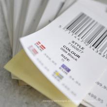 Etiquetas engomadas con la forma del Hangtag que atan en la ropa