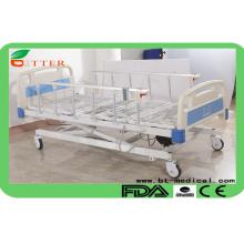 Три функциональные электрические больничные кровати